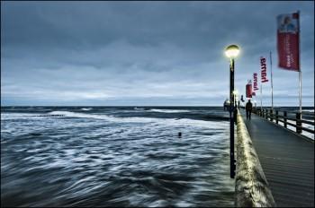 Bildnummer L 007 Seebrücke  Zingst bei Sturm