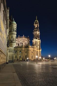 Bildnummer N 009  Mauer an Kathetralkirche in Dresden